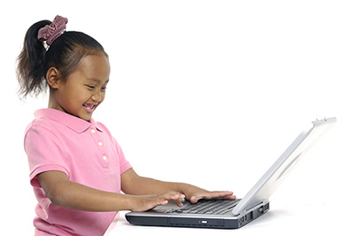 child_with_computer